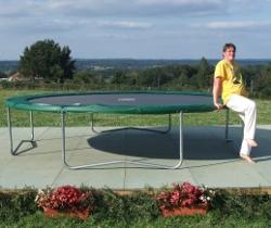 monter sur un trampoline