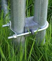 insérer les attaches des tubes du filet